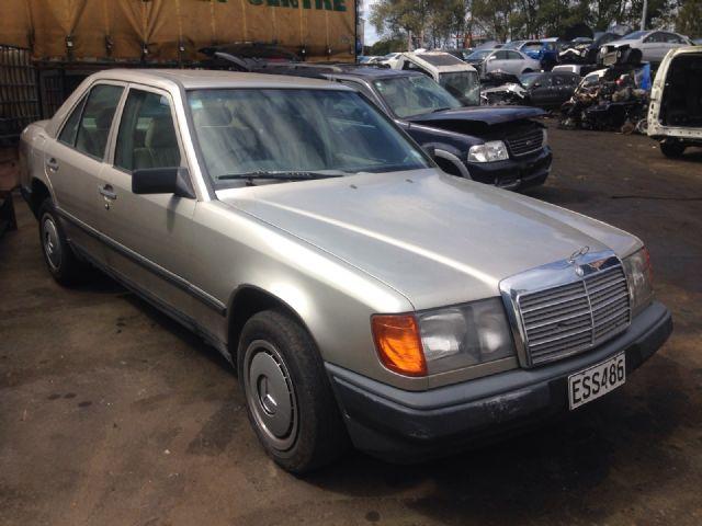 Mercedes-Benz 230E 124